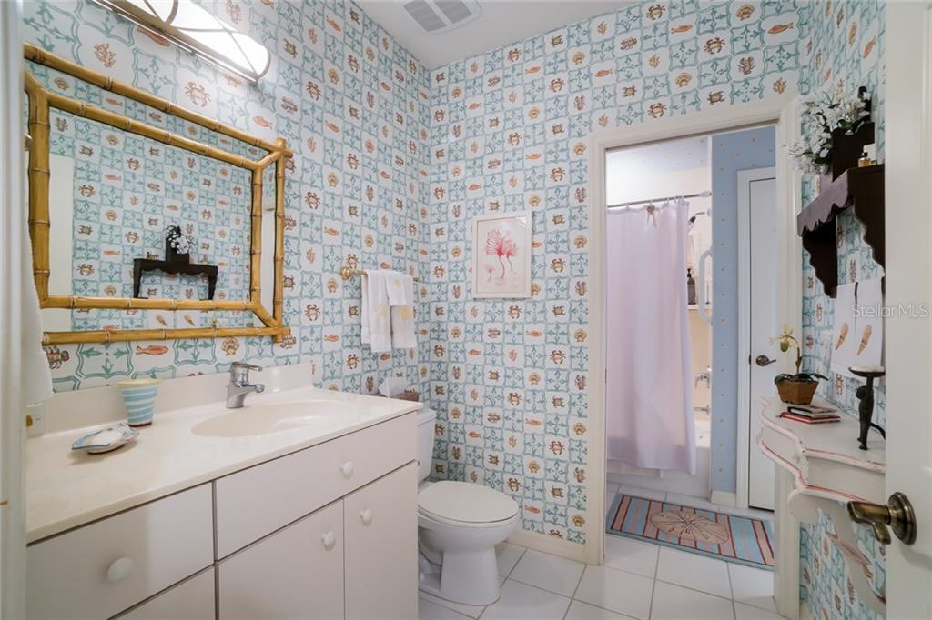Powder/ Guest bath combo - Single Family Home for sale at 801 Palm Ave, Boca Grande, FL 33921 - MLS Number is D5922399