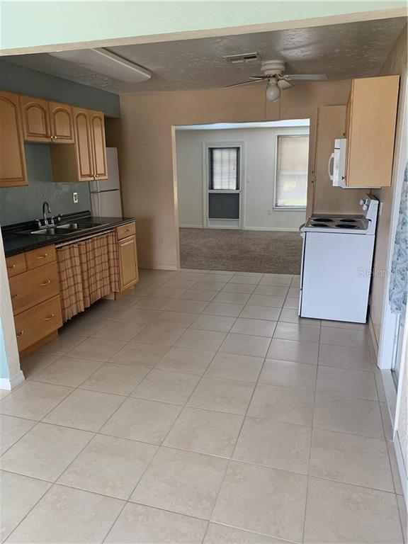 SPACIOUS KITCHEN SHOT FROM FIREPLACE ROOM - Single Family Home for sale at 5171 Albion Rd, Venice, FL 34293 - MLS Number is V4914784