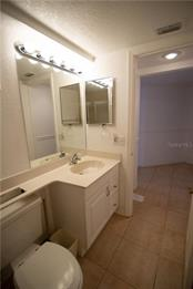 The guest bathroom is spacious and features a bathtub/shower combination. - Condo for sale at 1601 Park Beach Cir #112 / 2, Punta Gorda, FL 33950 - MLS Number is C7407435