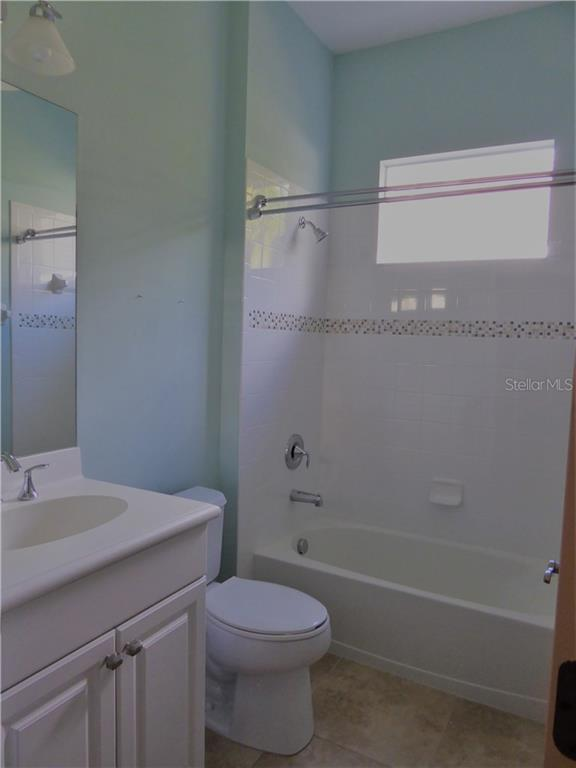 Guest Bath - Single Family Home for sale at 12209 Thornhill Ct, Lakewood Ranch, FL 34202 - MLS Number is A4148902