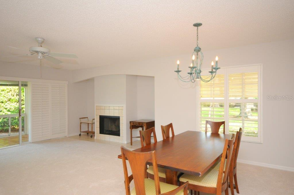 Great room/Dining room - Villa for sale at 5510 Chanteclaire #46, Sarasota, FL 34235 - MLS Number is A4156527