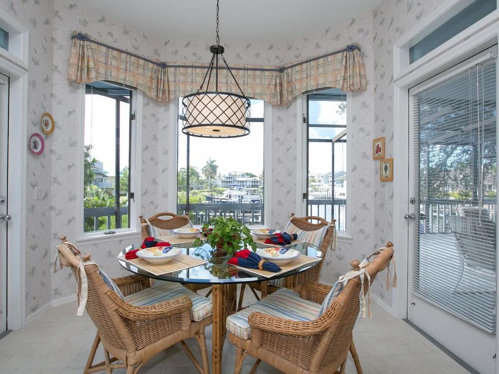 Casual dining area - Single Family Home for sale at 1272 Riegels Landing Dr, Sarasota, FL 34242 - MLS Number is A4160033