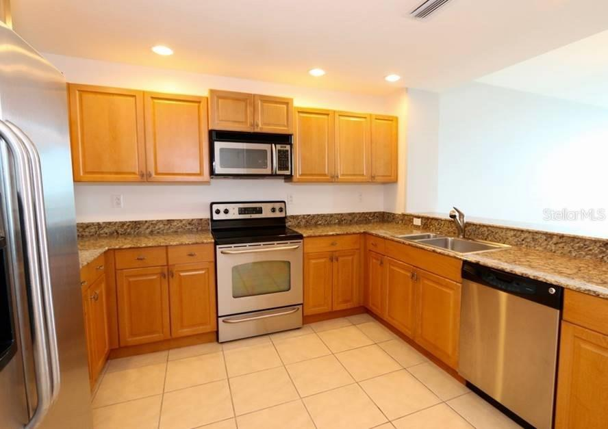 Spacious kitchen with maple cabinetry, granite counter tops, and stainless steel appliances - Condo for sale at 1771 Ringling Blvd #1108, Sarasota, FL 34236 - MLS Number is A4162718
