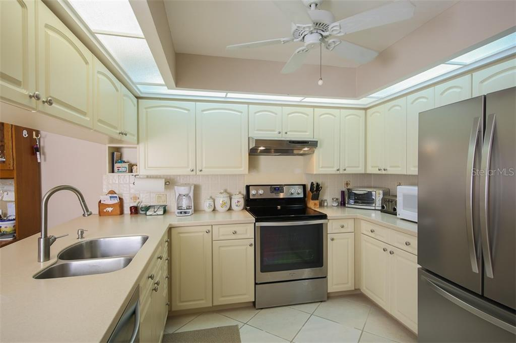 Kitchen - Condo for sale at 7631 Fairway Woods Dr #601, Sarasota, FL 34238 - MLS Number is A4168292