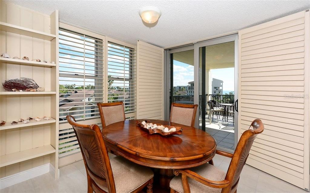 Dining Room with southern views - Condo for sale at 1701 Gulf Of Mexico Dr #505, Longboat Key, FL 34228 - MLS Number is A4170632
