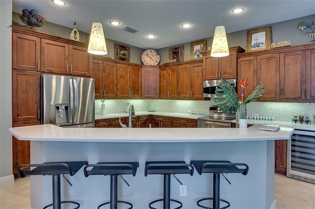 Large breakfast bar for entertaining.  Loads of cabinet and counter space - Single Family Home for sale at 7254 Lake Forest Gln, Lakewood Ranch, FL 34202 - MLS Number is A4174107