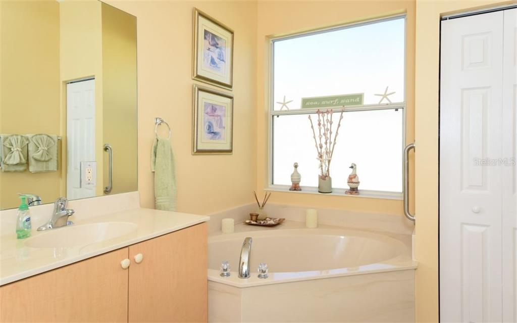 Master Bathroom - Single Family Home for sale at 6531 38th Ln E, Sarasota, FL 34243 - MLS Number is A4174191