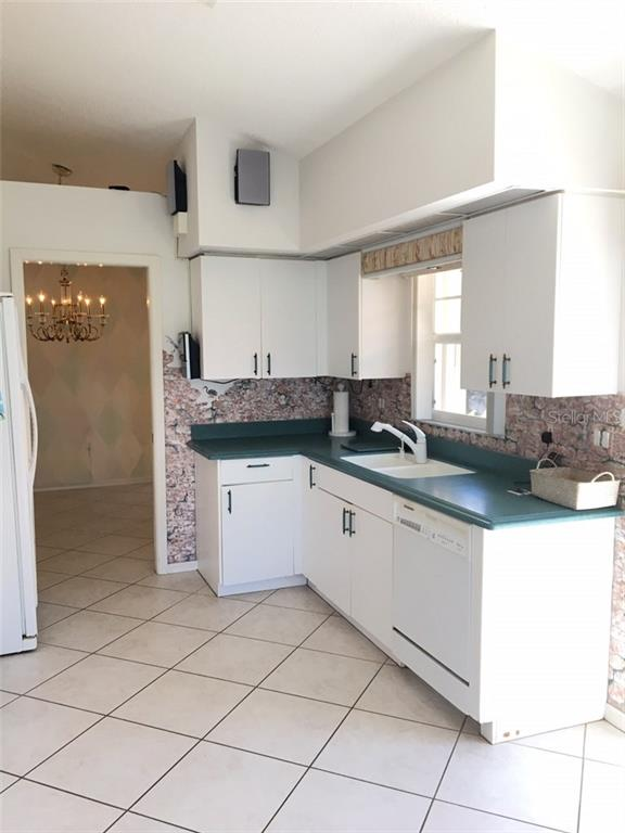 VIEW TO DINING ROOM - Single Family Home for sale at 1203 Harbor Town Way, Venice, FL 34292 - MLS Number is A4180060