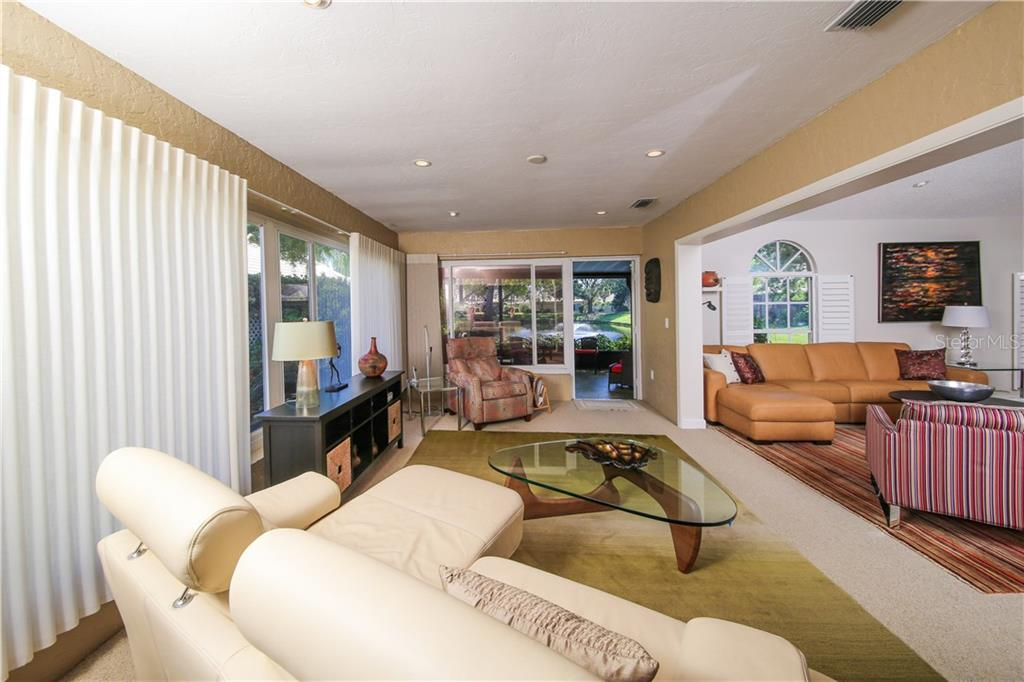 Condo for sale at 5707 36th St W #17, Bradenton, FL 34210 - MLS Number is A4180677