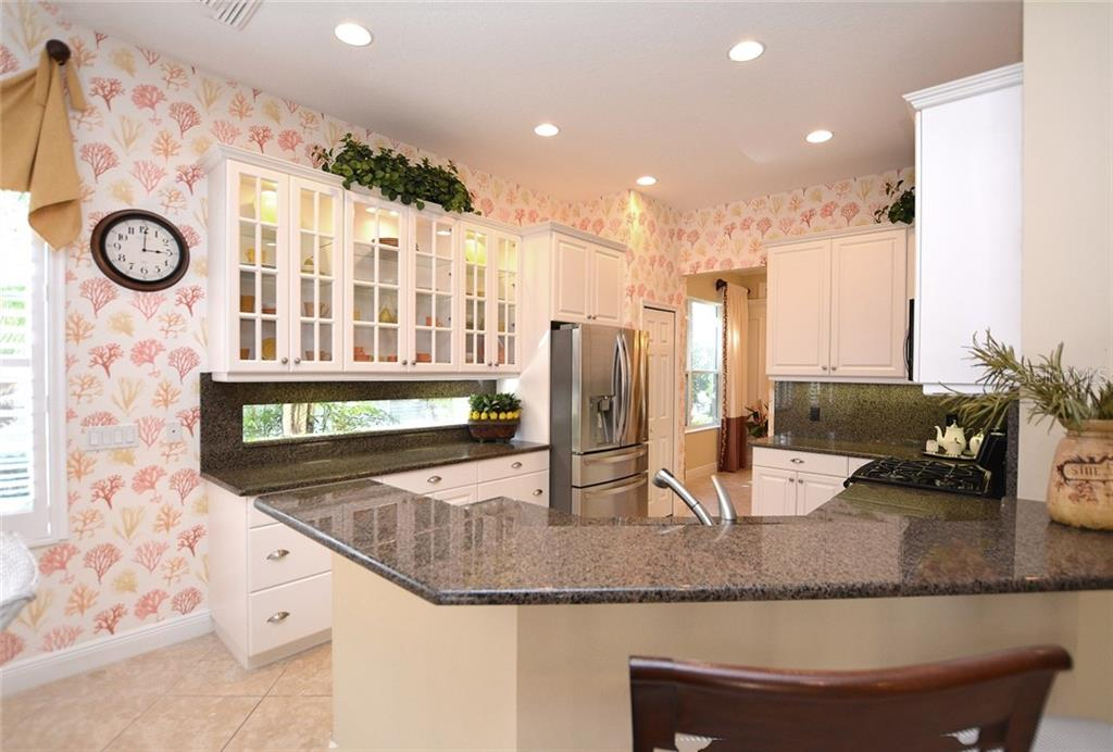 Kitchen - Single Family Home for sale at 12330 Thornhill Ct, Lakewood Ranch, FL 34202 - MLS Number is A4183351