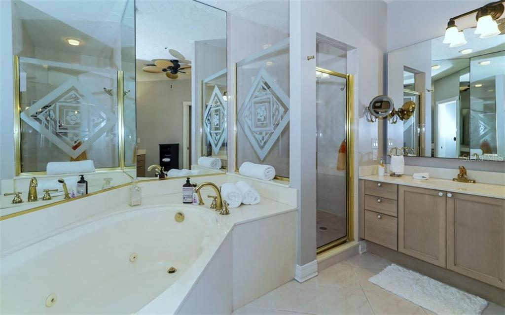 Master Bedroom - Single Family Home for sale at 3380 Gulf Of Mexico Dr, Longboat Key, FL 34228 - MLS Number is A4185604