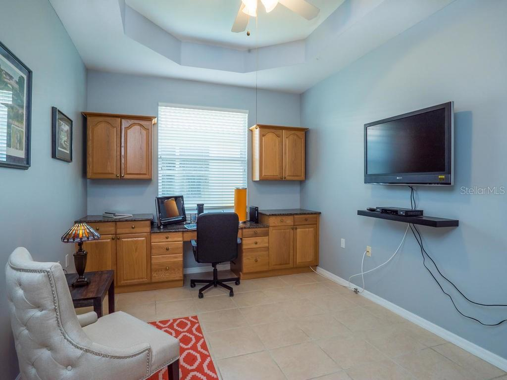 Den/Office - Single Family Home for sale at 4294 Reflections Pkwy, Sarasota, FL 34233 - MLS Number is A4185695