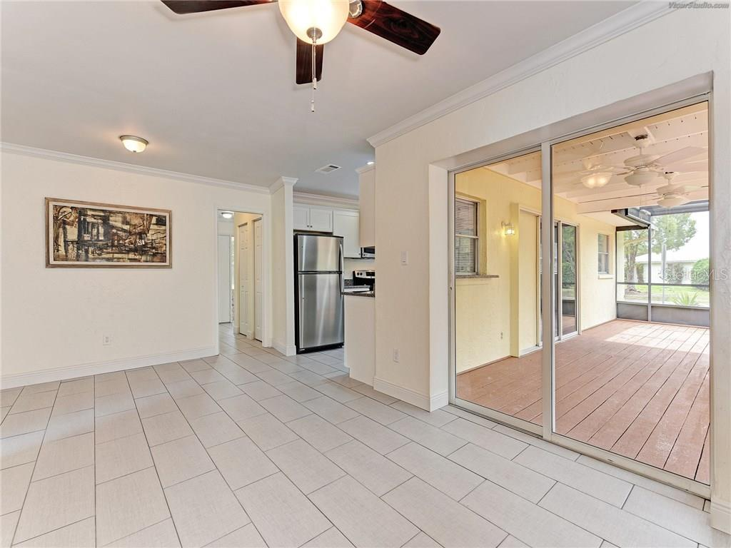 Single Family Home for sale at 916 W Shannon Ct, Venice, FL 34293 - MLS Number is A4187148