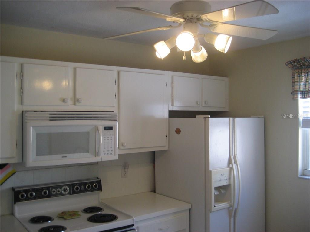 Kichen with appliances - Condo for sale at 3820 Ironwood Ln #606i, Bradenton, FL 34209 - MLS Number is A4187664