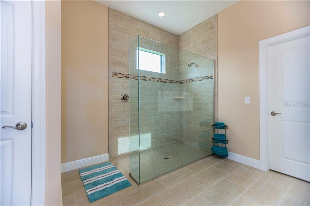 Master bath - Single Family Home for sale at 23883 Waverly Cir, Venice, FL 34293 - MLS Number is A4190222