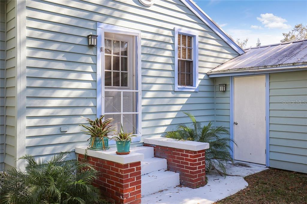Single Family Home for sale at 626 Lafayette Ct, Sarasota, FL 34236 - MLS Number is A4193790