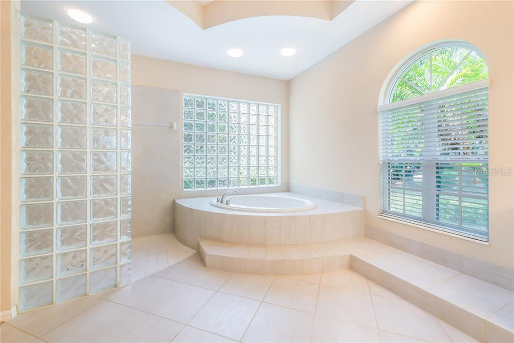 Master bath has a walk-in shower, soaking tub and plenty of natural lighting. - Single Family Home for sale at 8019 Collingwood Ct, University Park, FL 34201 - MLS Number is A4193802
