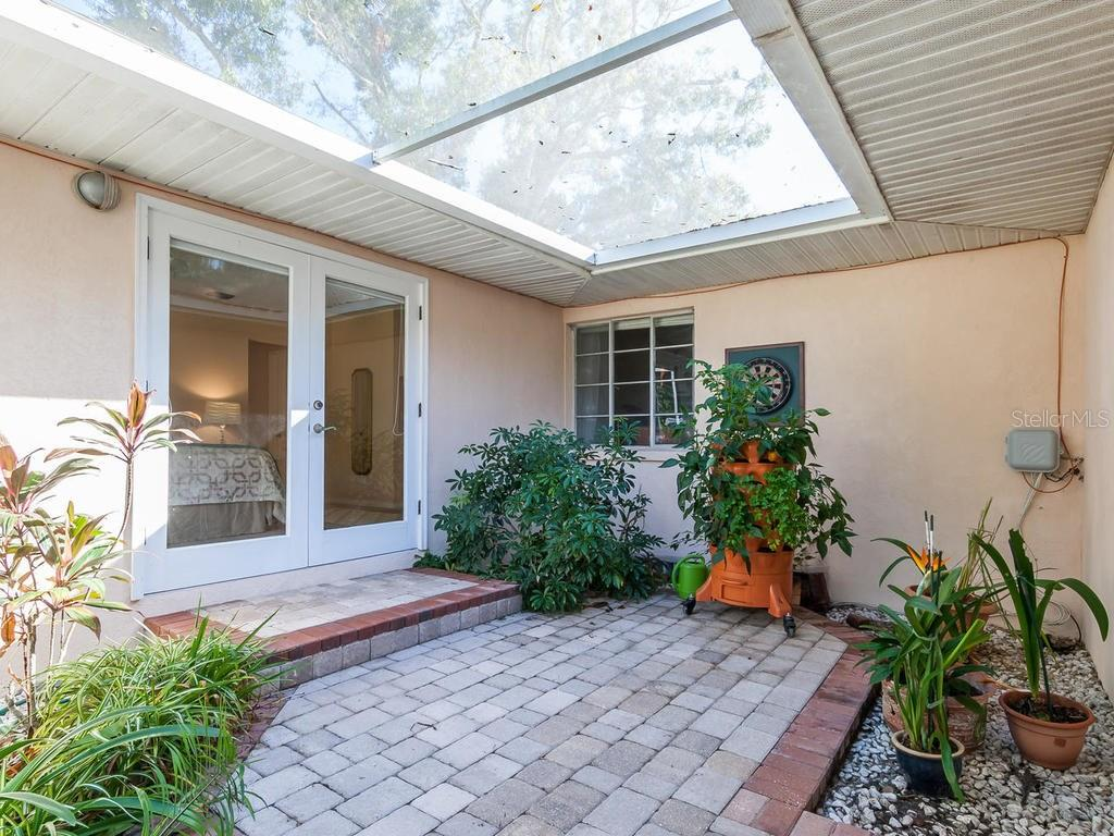 Single Family Home for sale at 1623 North Dr, Sarasota, FL 34239 - MLS Number is A4204322