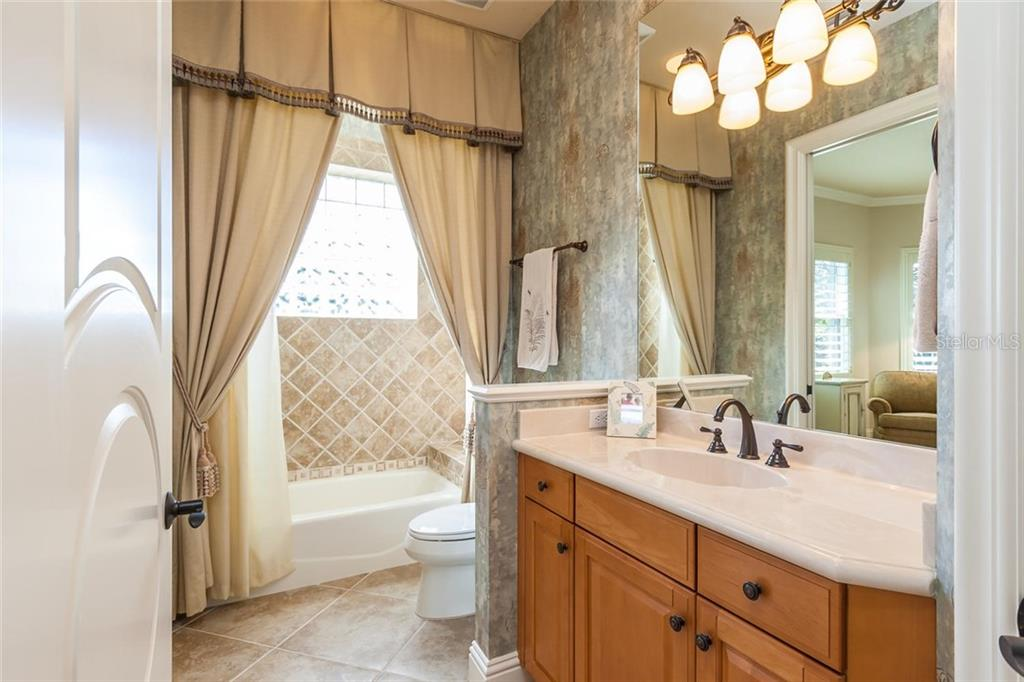 Full Guest Bathroom - Single Family Home for sale at 8346 Farington Ct, Bradenton, FL 34202 - MLS Number is A4206244