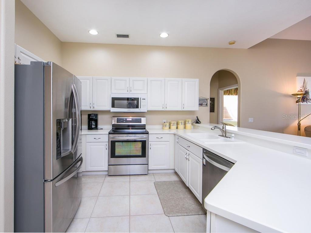 Kitchen - Single Family Home for sale at 1010 Oak Preserve Ln, Osprey, FL 34229 - MLS Number is A4207598