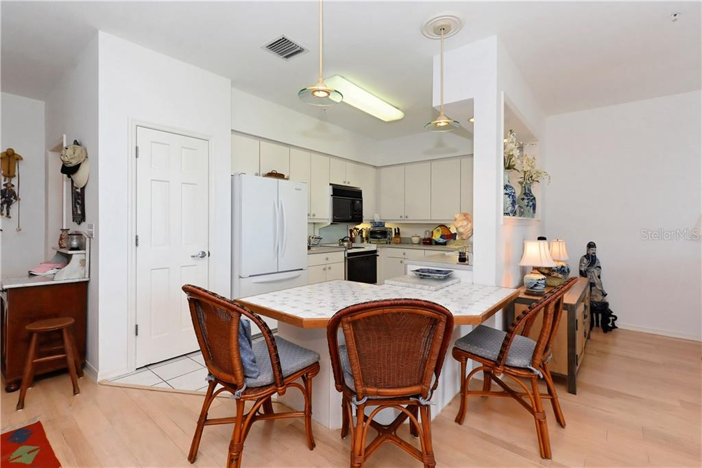 Living room - Townhouse for sale at 6843 Gulf Of Mexico Dr, Longboat Key, FL 34228 - MLS Number is A4208726