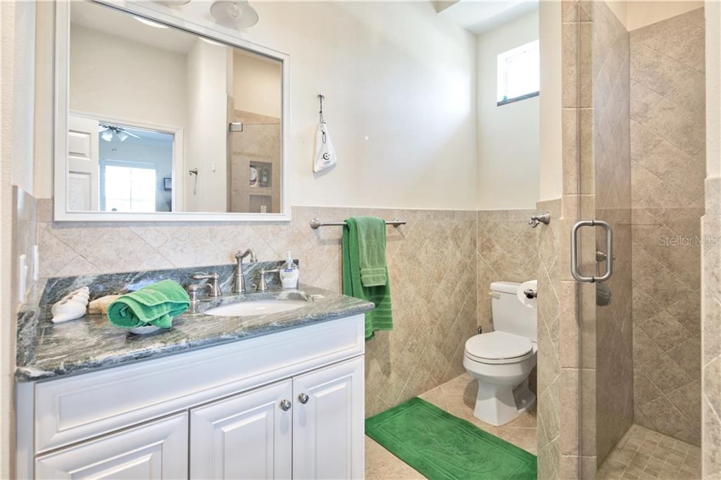 3rd bedroom bathroom - Single Family Home for sale at 4811 64th Dr W, Bradenton, FL 34210 - MLS Number is A4209313
