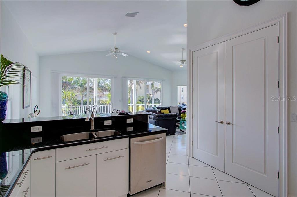Kitchen - Single Family Home for sale at 104 43rd St, Holmes Beach, FL 34217 - MLS Number is A4209338