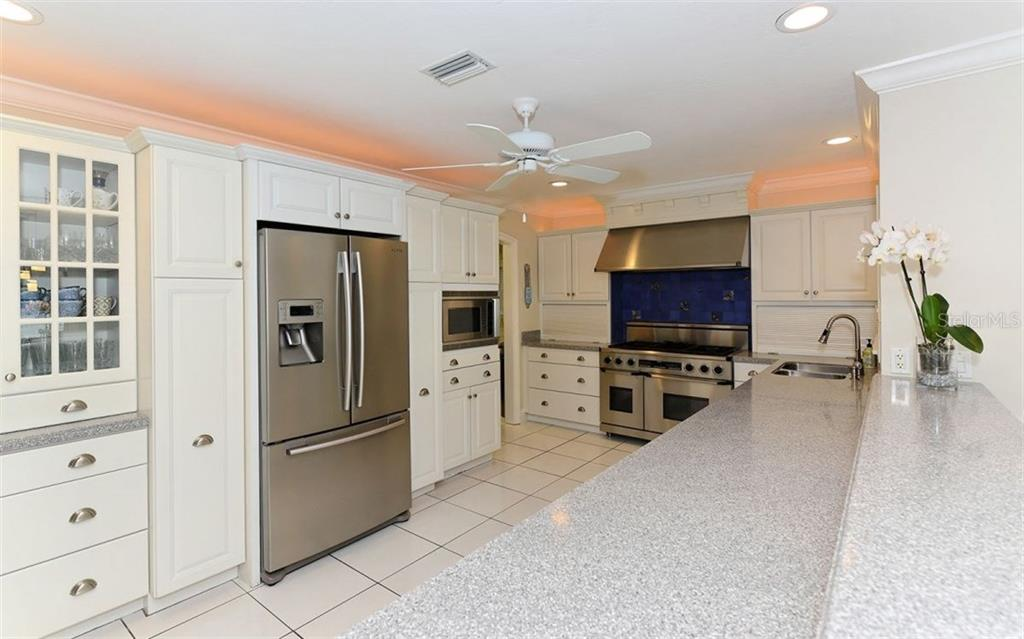 Single Family Home for sale at 852 Freeling Dr, Sarasota, FL 34242 - MLS Number is A4209724