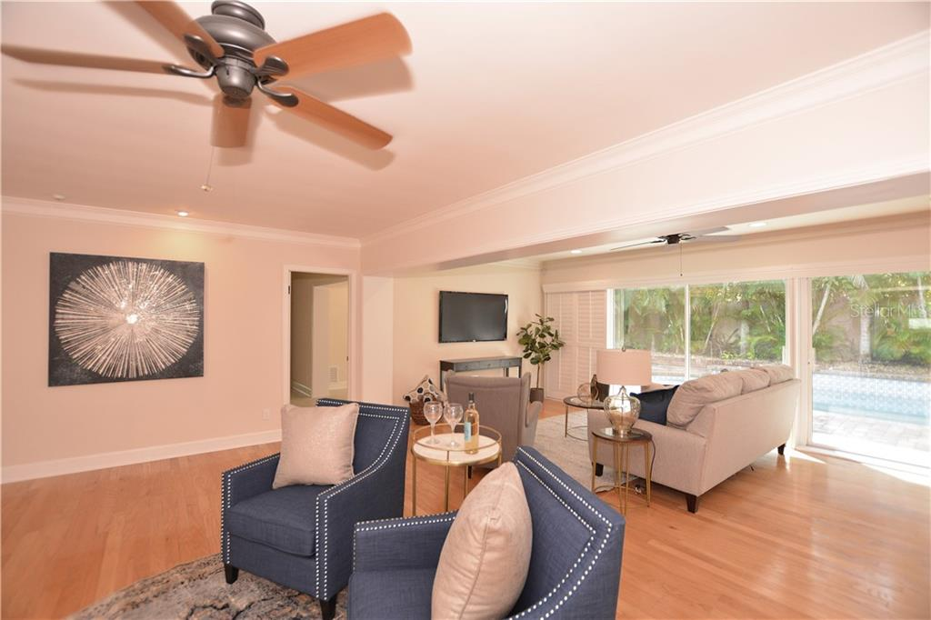 Living Area - Single Family Home for sale at 1670 Bay View Dr, Sarasota, FL 34239 - MLS Number is A4400079
