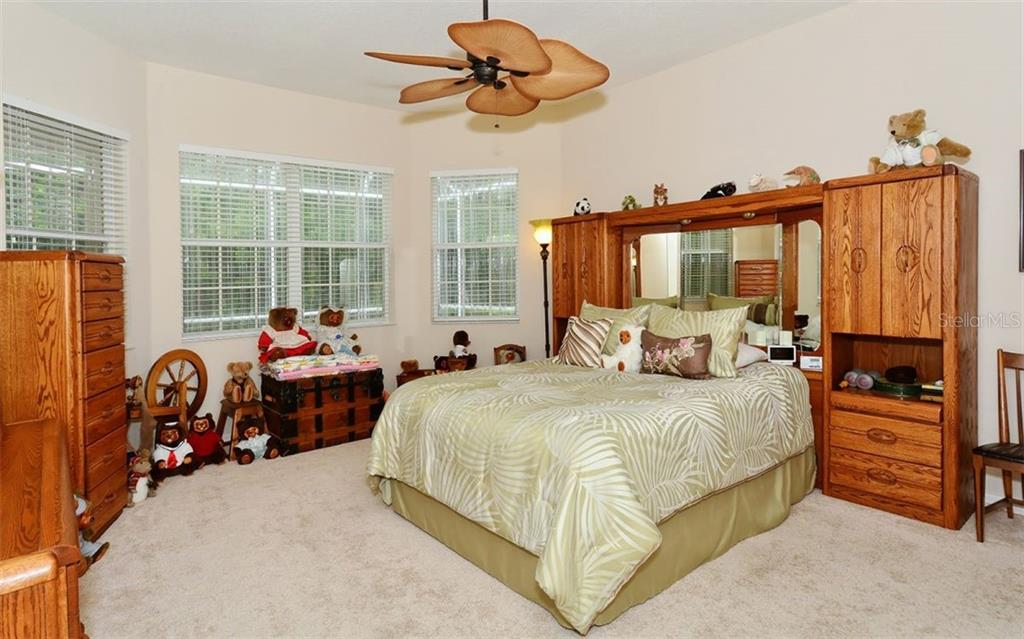 Master bedroom - Villa for sale at 1647 Lancashire Dr #1647, Venice, FL 34293 - MLS Number is A4404210