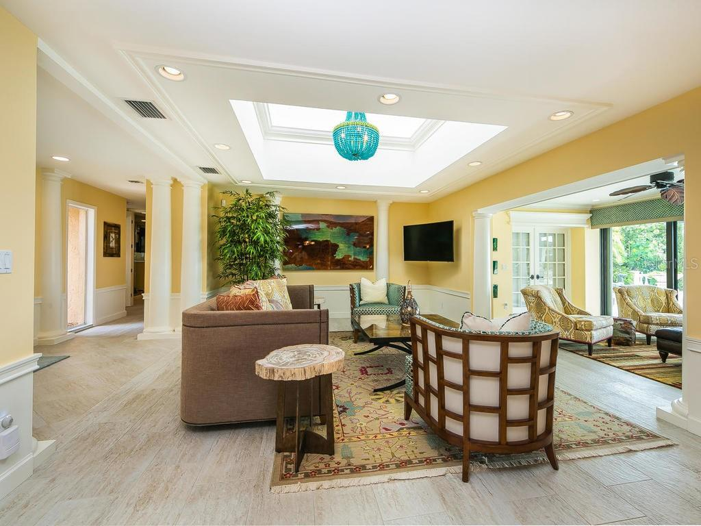 Great room with a true open floor plan that lends itself to the perfect space for entertaining. Don't forget the expansive view of Dona Bay! - Single Family Home for sale at 301 Bayview Pkwy, Nokomis, FL 34275 - MLS Number is A4405265