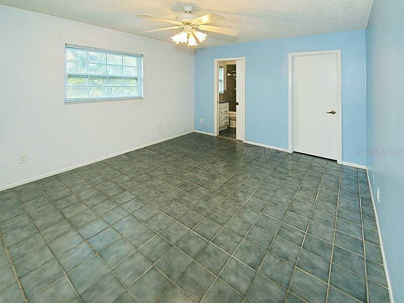 master bedroom suite - Single Family Home for sale at 7208 Pointe West Blvd, Bradenton, FL 34209 - MLS Number is A4407642