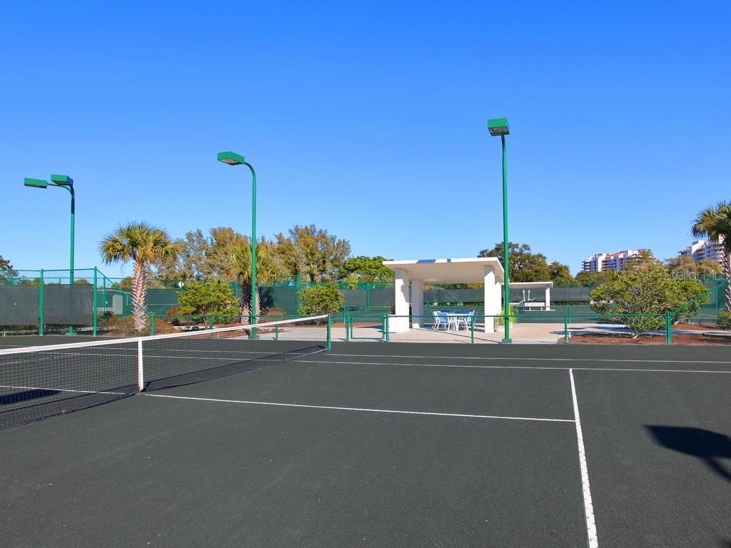 Community tennis courts - Condo for sale at 1912 Harbourside Dr #604, Longboat Key, FL 34228 - MLS Number is A4407777