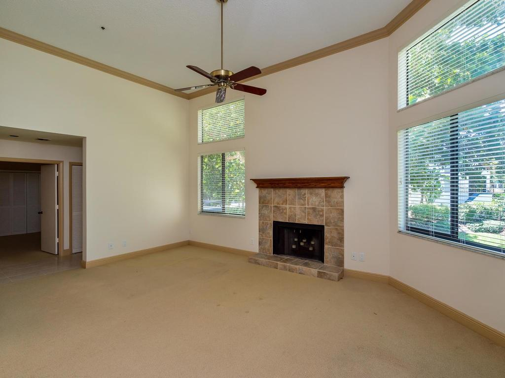 Living room - Condo for sale at 1912 Harbourside Dr #604, Longboat Key, FL 34228 - MLS Number is A4407777