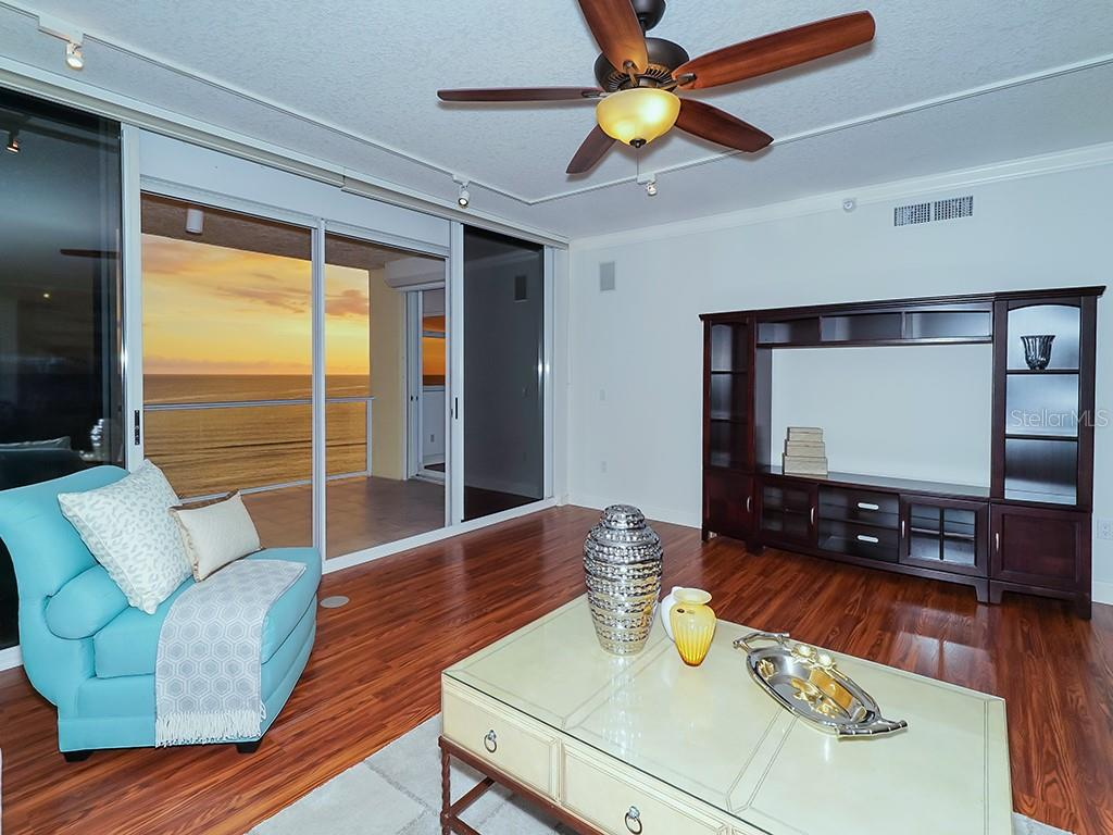 Spacious Dining Area - Condo for sale at 1800 Benjamin Franklin Dr #b409, Sarasota, FL 34236 - MLS Number is A4408201