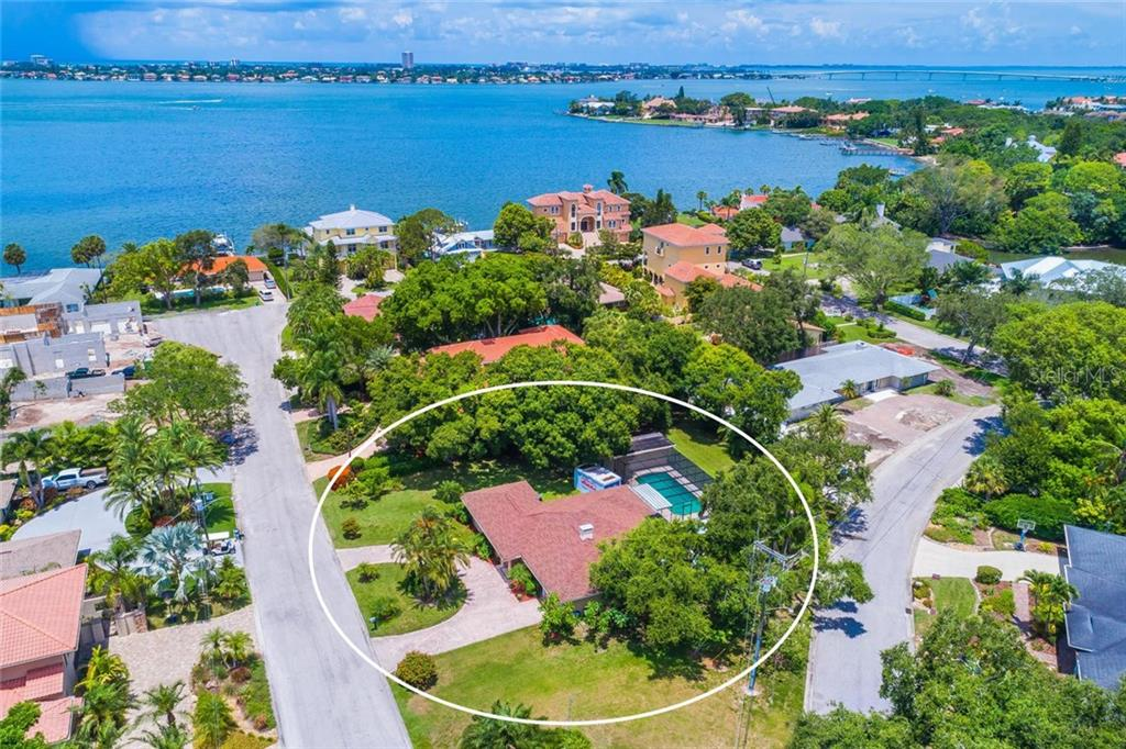 Single Family Home for sale at 1555 Sandpiper Ln, Sarasota, FL 34239 - MLS Number is A4408606
