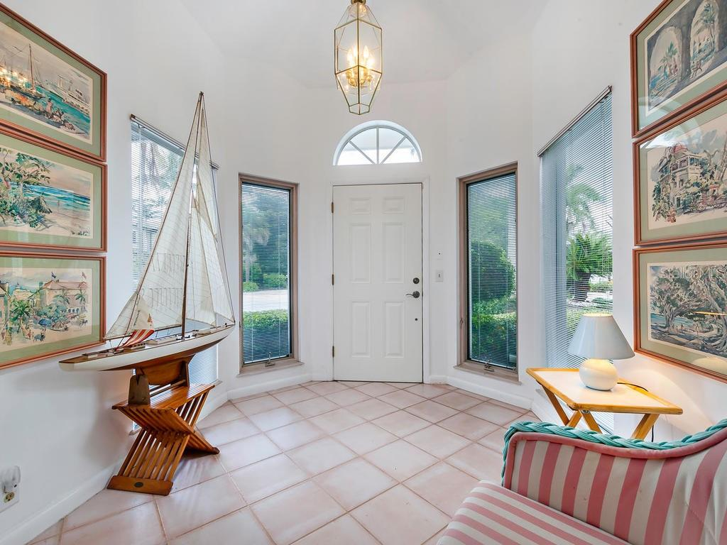 Foyer - Single Family Home for sale at 422 Meadow Lark Dr, Sarasota, FL 34236 - MLS Number is A4410562