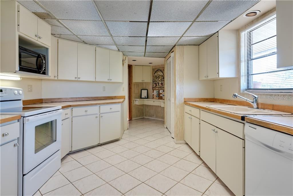 Lots of cupboards & counter space - Single Family Home for sale at 6661 Gulf Of Mexico Dr, Longboat Key, FL 34228 - MLS Number is A4410988