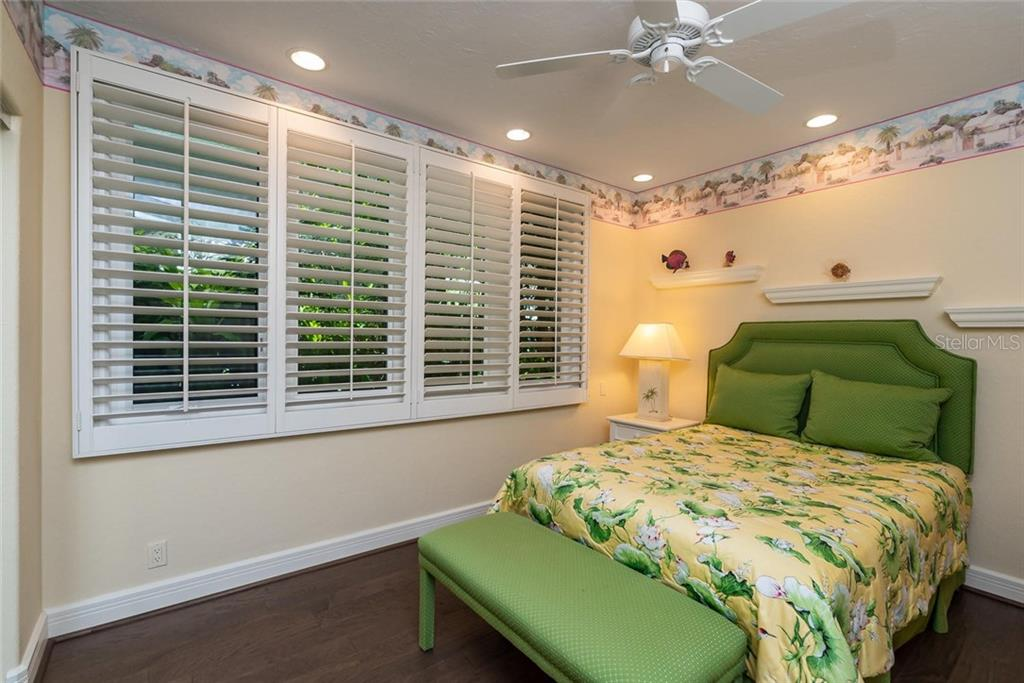 Guest bedroom is situated on the opposite end of the home with its own en-suite with a stand up shower. - Condo for sale at 340 Gulf Of Mexico Dr #116, Longboat Key, FL 34228 - MLS Number is A4411000