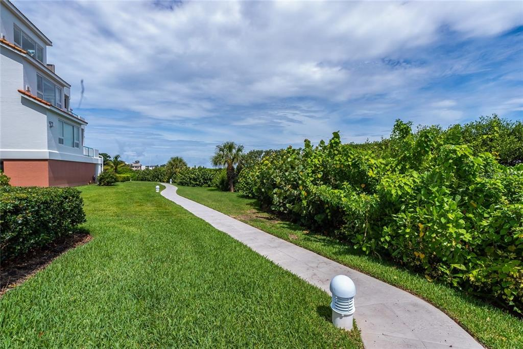 Walking paths to enjoy with your 4-legged friends throughout the community and along the bayfront. - Condo for sale at 340 Gulf Of Mexico Dr #116, Longboat Key, FL 34228 - MLS Number is A4411000