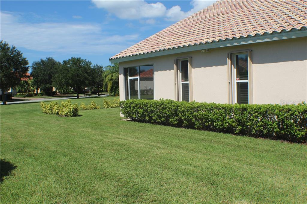 Single Family Home for sale at 6584 41st Ct E, Sarasota, FL 34243 - MLS Number is A4411415