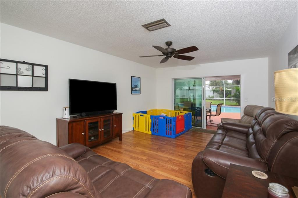 Single Family Home for sale at 3704 27th Ave W, Bradenton, FL 34205 - MLS Number is A4411722