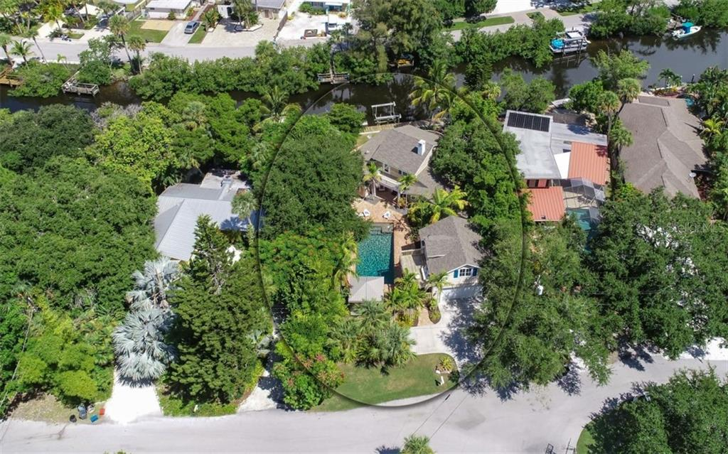 Single Family Home for sale at 138 Island Cir, Sarasota, FL 34242 - MLS Number is A4412265