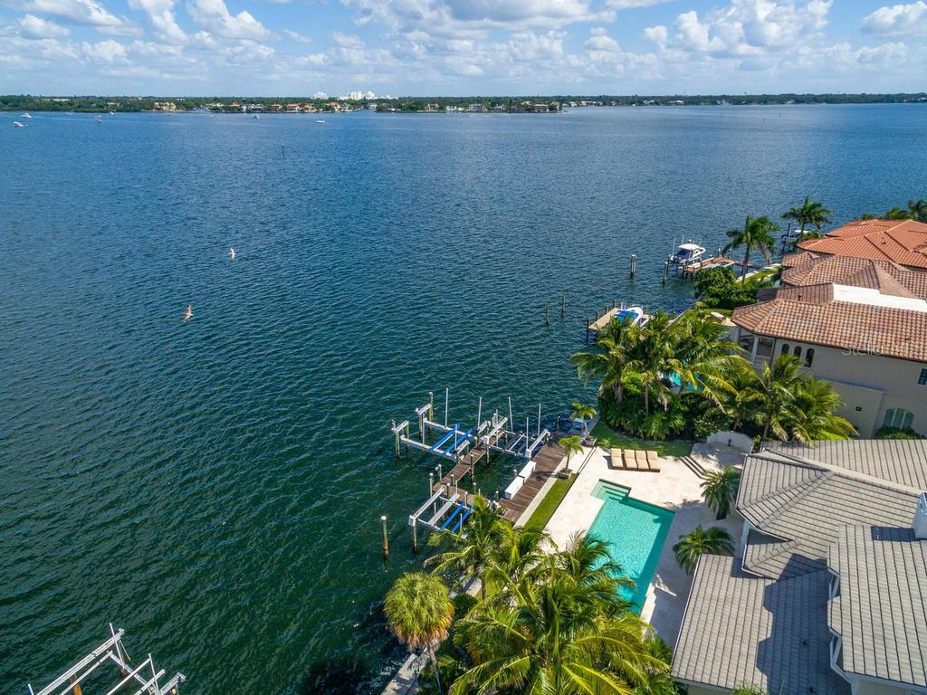 Aerial views - Single Family Home for sale at 425 Meadow Lark Dr, Sarasota, FL 34236 - MLS Number is A4415655