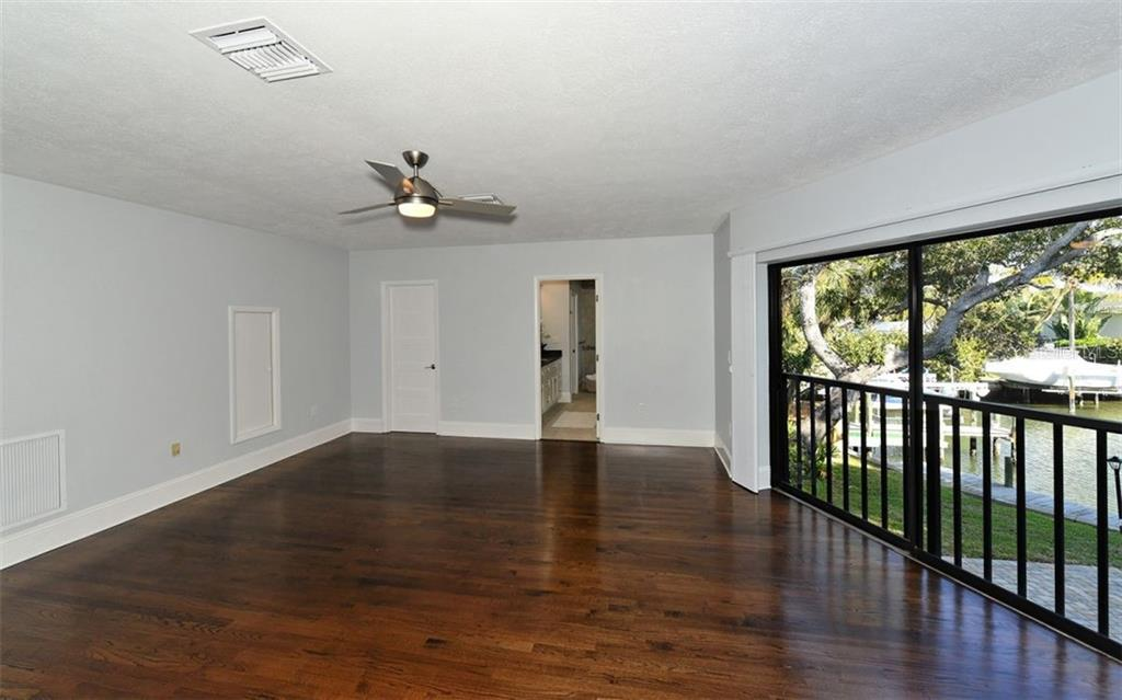 Master Bath soaking tub - Single Family Home for sale at 4619 Higel Ave, Sarasota, FL 34242 - MLS Number is A4415833