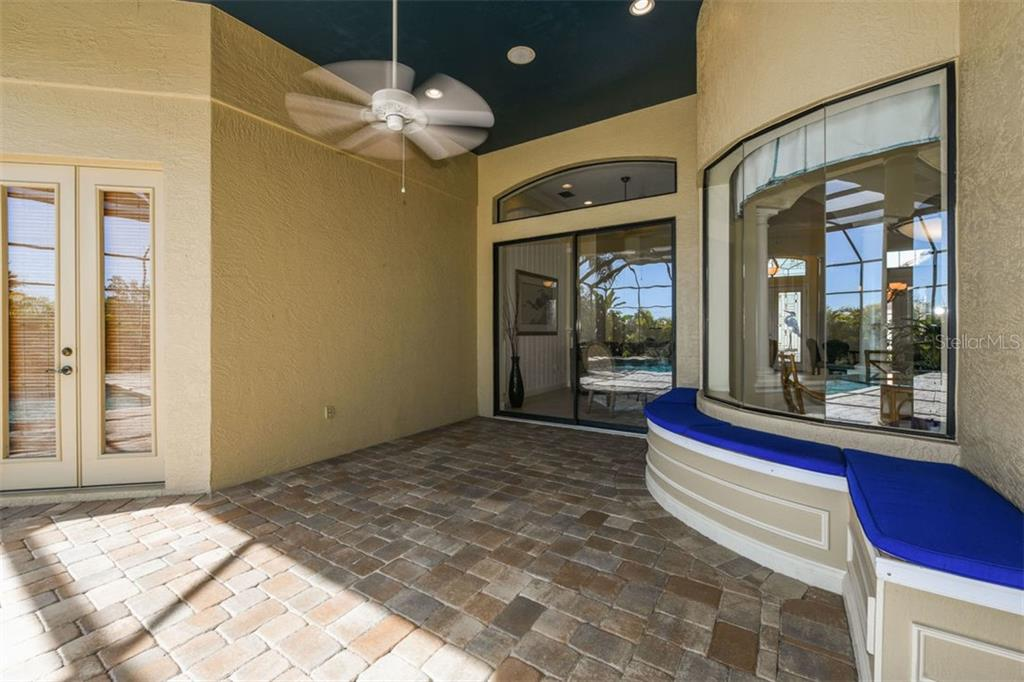 Spacious Covered Lanai with Built-In Seating - Single Family Home for sale at 7060 Whitemarsh Cir, Lakewood Ranch, FL 34202 - MLS Number is A4417363