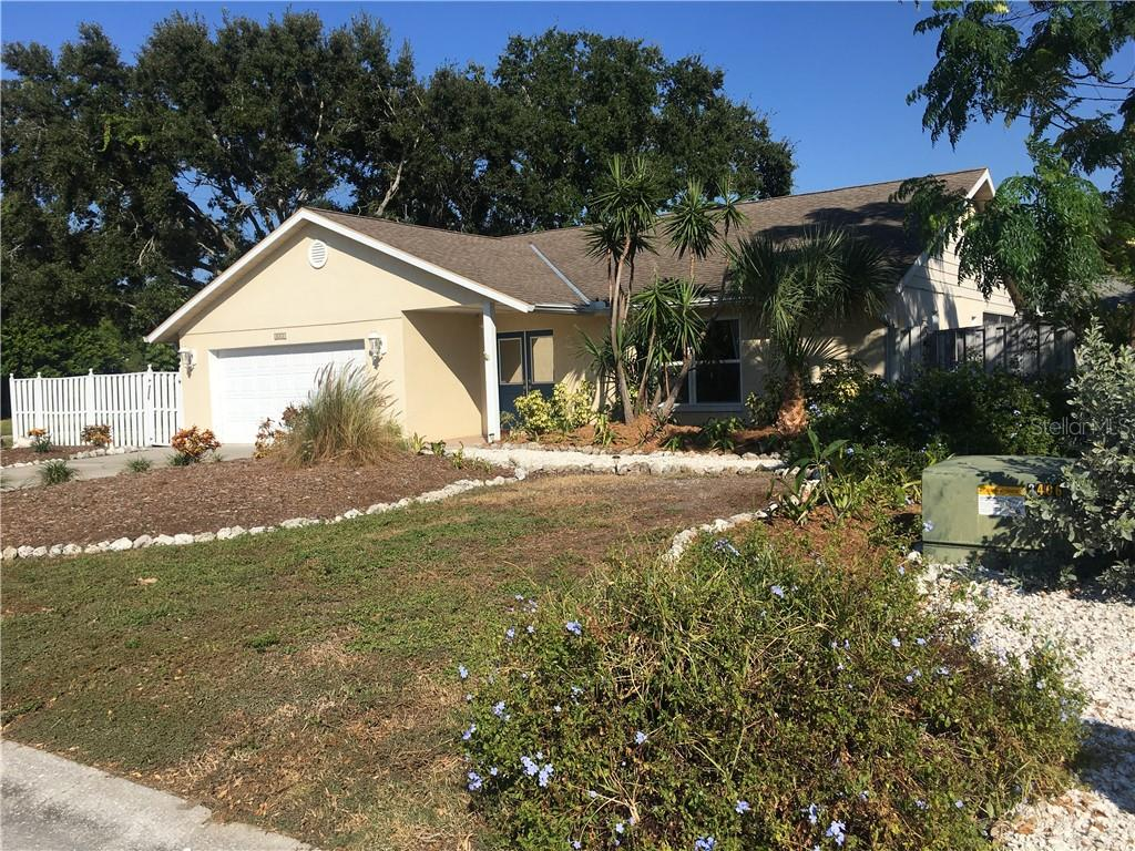 Tastefully updated NW Contemporary ranch near parks & beaches. - Single Family Home for sale at 1611 82nd St Nw, Bradenton, FL 34209 - MLS Number is A4417607