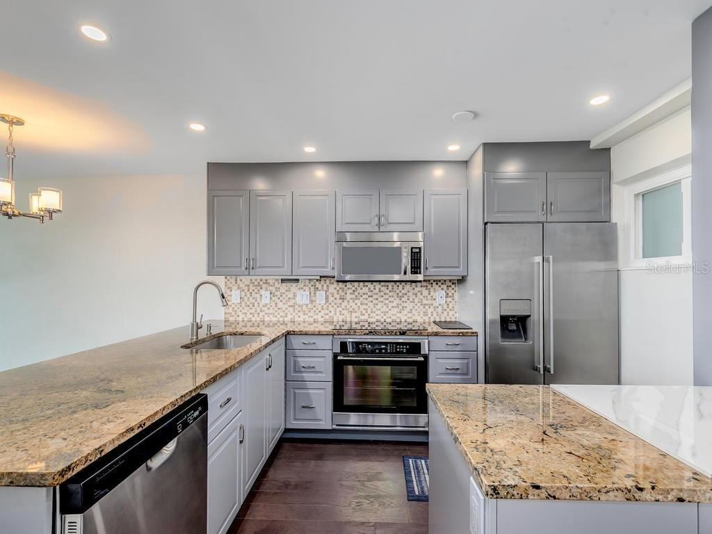 Open Kitchen with Stainless Steel Appliances. - Condo for sale at 33 S Gulfstream Ave #706, Sarasota, FL 34236 - MLS Number is A4419314
