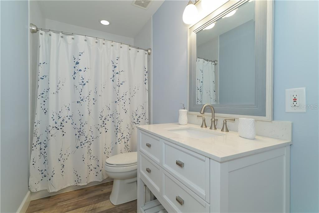 Warm and inviting guest bath... - Single Family Home for sale at 2300 Mietaw Dr, Sarasota, FL 34239 - MLS Number is A4423151