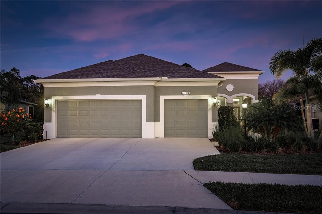 Single Family Home for sale at 1914 Crooked Lake Cir, Bradenton, FL 34211 - MLS Number is A4423785